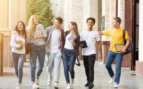 7 Cara Universitas Membantu Siswa Menemukan Tujuan Mereka